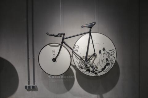 Cube design museum Fiets bike fahrrad Design on two wheels Track Hardcore kopieren_lr scaled
